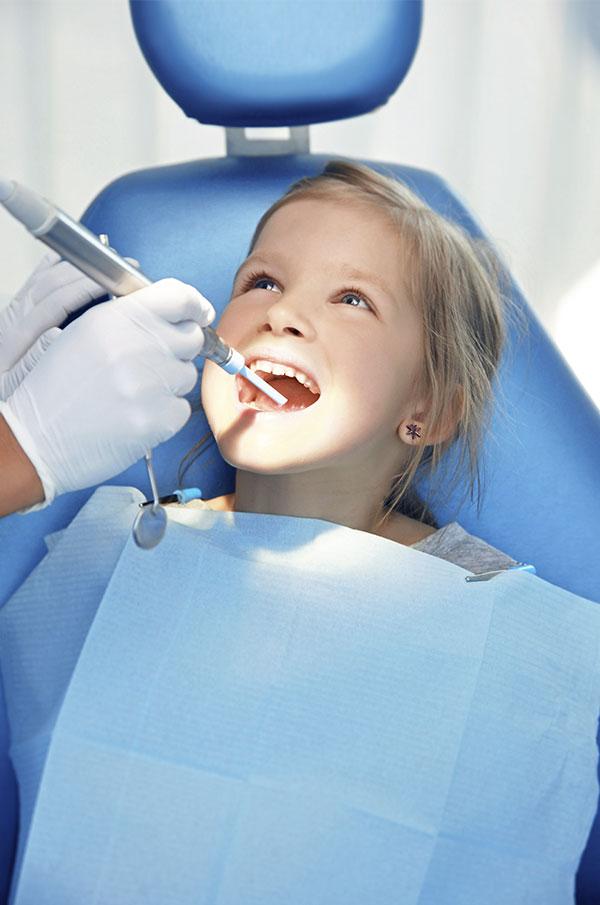 votre enfant chez le dentiste centre dentaire l vis les rivi res. Black Bedroom Furniture Sets. Home Design Ideas
